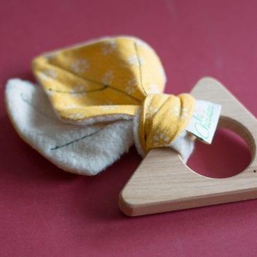 hochet bois jaune